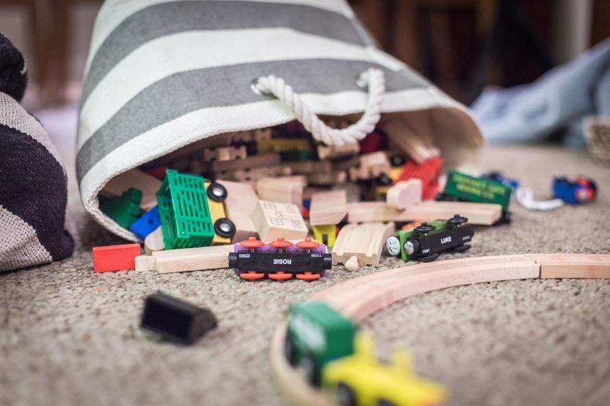 plastikowe zabawki interaktywne dla dziecka
